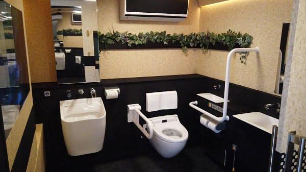 LIXILとトヨタ、移動型バリアフリートイレ「モバイルトイレ」を共同開発