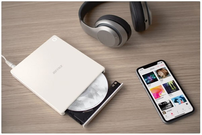 バッファロー、CDの音楽をワイヤレスで直接スマホに取り込めるCDレコーダー「ラクレコ」