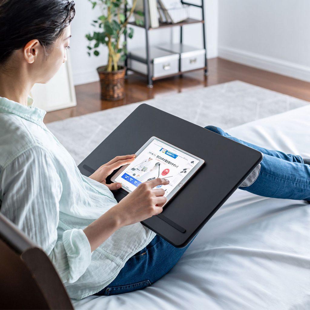 サンワサプライ、ひざ上でのパソコン・タブレット操作を快適にするひざ上テーブル