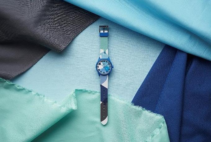 シチズン時計、「Q&Q SmileSolar」からテキスタイルデザイナー 鈴木マサル氏とのコラボモデル