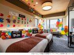 明治とロイヤルパークホテルズ、「マーブル」の60周年を記念しコラボルームに宿泊できるプラン