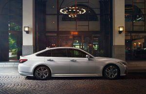 トヨタ、質感を高めた内外装や安全・安心機能を追加した「クラウン」を発売