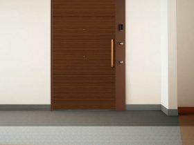 三和シヤッター、遮音性T-3を満たした内廊下用玄関引き戸「スムード悠楽 T-3仕様」