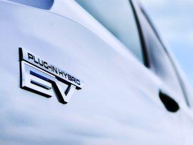 三菱自、新型クロスオーバーSUV「アウトランダー」のプラグインハイブリッドEV(PHEV)モデル