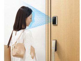 YKK AP、「顔認証キー」仕様を追加した玄関ドア「新スマートドア」